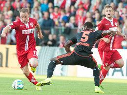 Sven Michel (links) gegen Johan Djourou