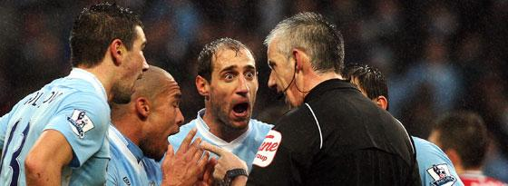 Kolarov, de Jong, Zabaleta - alle Citizens haderten mit Referee Chris Foy