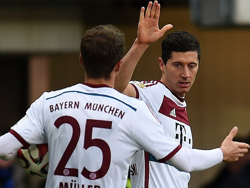 Robert Lewandowski (re.)