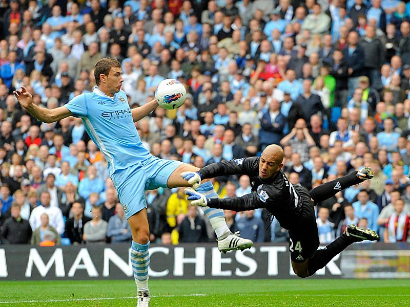 Edin Dzeko scheitert an Evertons Keeper Tim Howard
